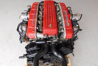 Egy Ferrari V12-es blokk a nappalidba 6,6 millióért?