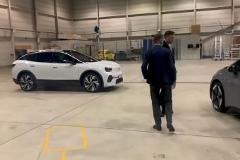 Elon Musk már kipróbálta az elektromos Volkswagent