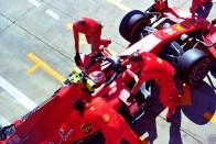 F1: Vettel a pálya széléről nézte az időmérőt 1