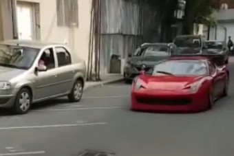 Szívbe markoló baleset Romániában egy Ferrarival