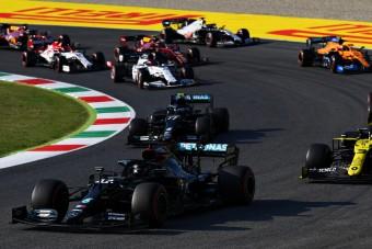 F1: Kicsinálták Hamiltonékat az újraindítások