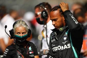 F1: Hamilton a szabálykönyvet is forgathatná néha