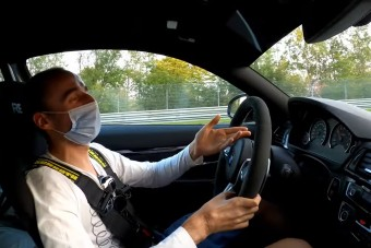 Kubica bérelt M4-essel mutatja meg, mire képes egy F1 pilóta a Nordschleifén