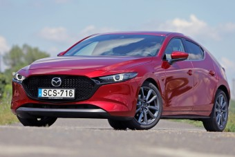 150 lóerős középút - Mazda3 G150 teszt