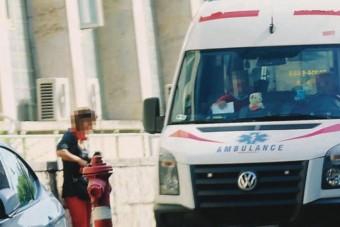 Gusztustalan átverés: kamu mentőautó vesz fel betegeket Budapesten