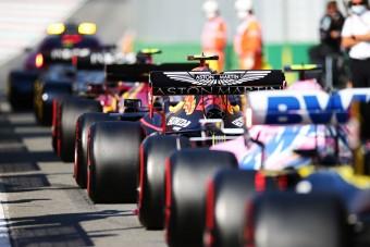 F1: 12 pilóta kapott figyelmeztetést a rajtbalesetért