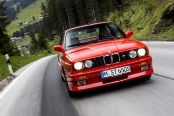 Így lett a BMW M3-as sportkupéból izomszedán