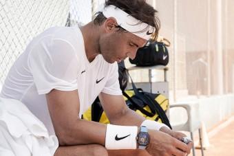 Leesik az állad a teniszező új órájának árától