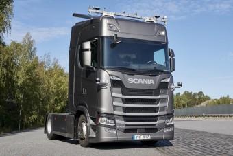 Önvezető nyerges vontató tesztje indult el Európában