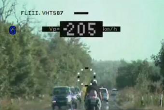 Védőruha nélkül, 205-tel száguldott a magyar motoros