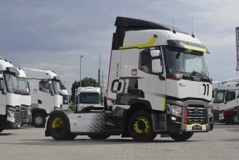 Magyar srác hajtja a Renault tuning vontatóját
