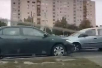 Elnézte a rajzot, videóra vették az idős sofőrt