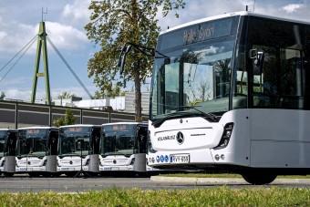 Átadták Győr vadiúj csuklós buszait