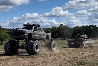 Elbír a Leopard tankkal egy épített Monster Truck?