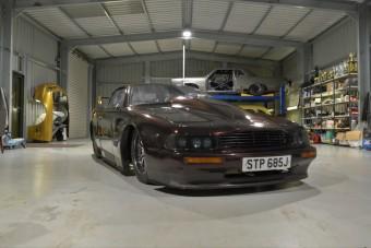 Legálisan közlekedhet utcán ez a 2800 lóerős Aston Martin