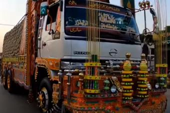 Megláttuk ennek a pakisztáni kamionnak a belterét, és leesett az állunk