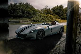 300 felett hasít a Novitec tető és szélvédő nélküli Ferrarija