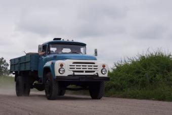 Lenyűgözte a fiatal videósokat a nyers, öreg orosz technika, a ZIL-130