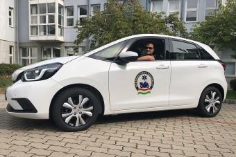 Új autót kaptak a magyar motoros mentők