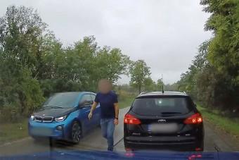 Büntetőfékkel okozott balesetet, elhajtott a helyszínről