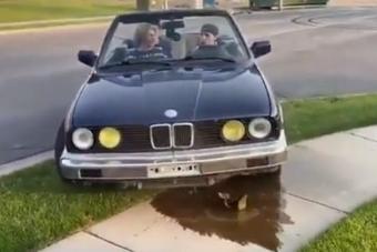 Pörögni akartak az öreg BMW-vel, de sikerült megölni a technikát
