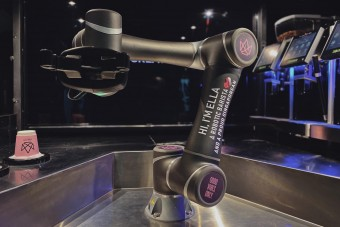 Itt a világ első önálló robotbaristája