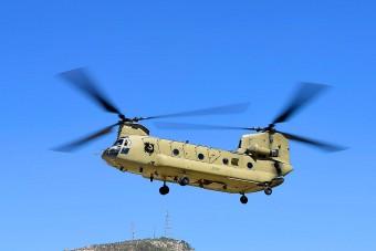 A világ legnagyobb tartályhelikoptere oltja a kaliforniai tüzeket