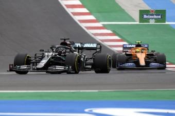 F1: Leszólta Hamiltont, bocsánatot kért a McLaren-ifjonc