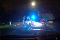 A nap videója: üldözték a rendőrök, közben megállt tankolni, sőt fizetett is! 1