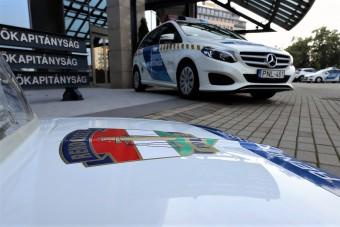 Új, különleges rendszámot kapnak a rendőrautók, a mentők és a taxisok is