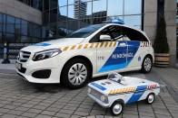 Így lesz rendőrautó egy SUV-ból 11