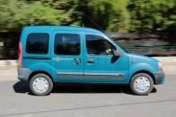 Használt autó: mit tud egy filléres japán benzines? 8