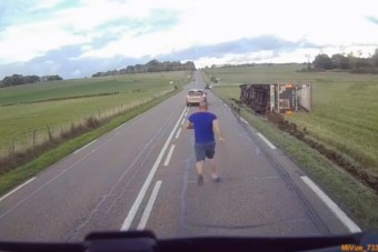 Biztonsági öv tekeredett a kamionsofőr nyaka köré