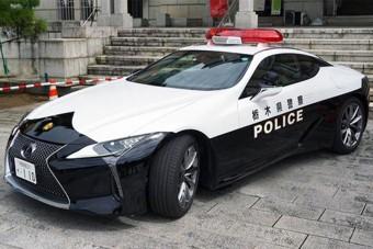 Kőkemény sportautóval járőröznek a japán rendőrök