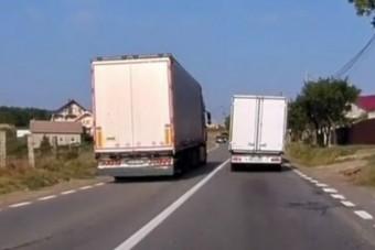 Életveszélyes előzésbe kezdett egy kamionos, szembe pedig jött a mentő