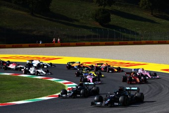Nagy változás jön az F1-es futamok kezdésében