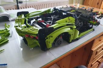 Felépítettünk egy 3696 darabos Lamborghinit a nappaliban