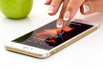 Nem akarta, mégis ingyen kell adnia telefonja mellé a fülhallgatót az Apple-nek