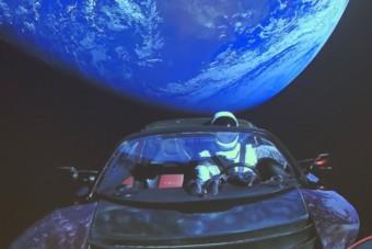 Az űrbe lőtt autó megközelítette a Marsot