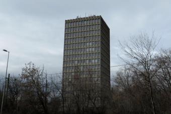 Így néz ki egy elhagyott budapesti toronyház belülről