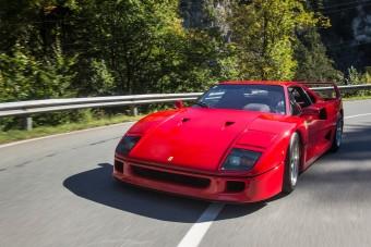 Itt az egykori F1-pilóta F40-es Ferrarija