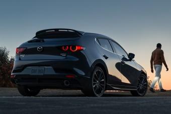 Úgy gyorsul a turbós Mazda3, mint a legsportosabb kompaktok