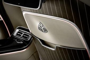 Videón kelleti magát a legfényűzőbb Mercedes