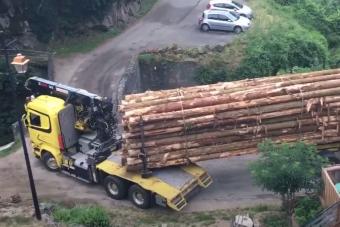 Lehetetlen helyeken fordulnak el profi kamionsofőrök