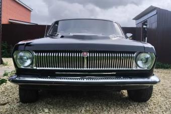 Amerikai stílusú gép épült a fekete Volgából, rotyogó V8-assal
