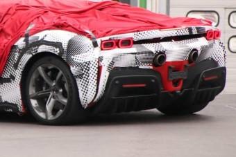 Vicces álcázással mutatkozott az új Ferrari