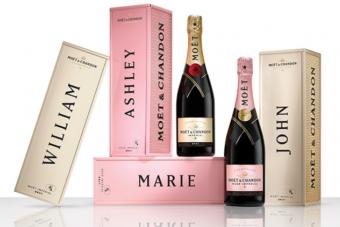 A kötelező karácsonyi ajándékok csúcsa a névre szóló luxuspezsgő