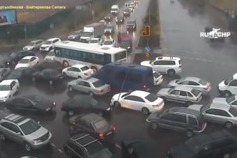 Forgalomirányítással számolta fel a dugót a szolgálaton kívüli rendőr