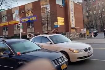 Az év legszürreálisabb parkolási balhéját mutatjuk