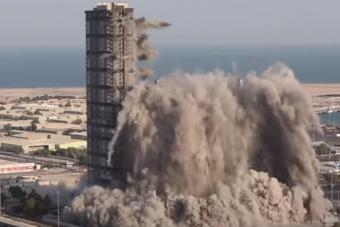 Világrekord robbantással tüntettek el 144 emeletnyi felhőkarcolót Abu-Dzabiban